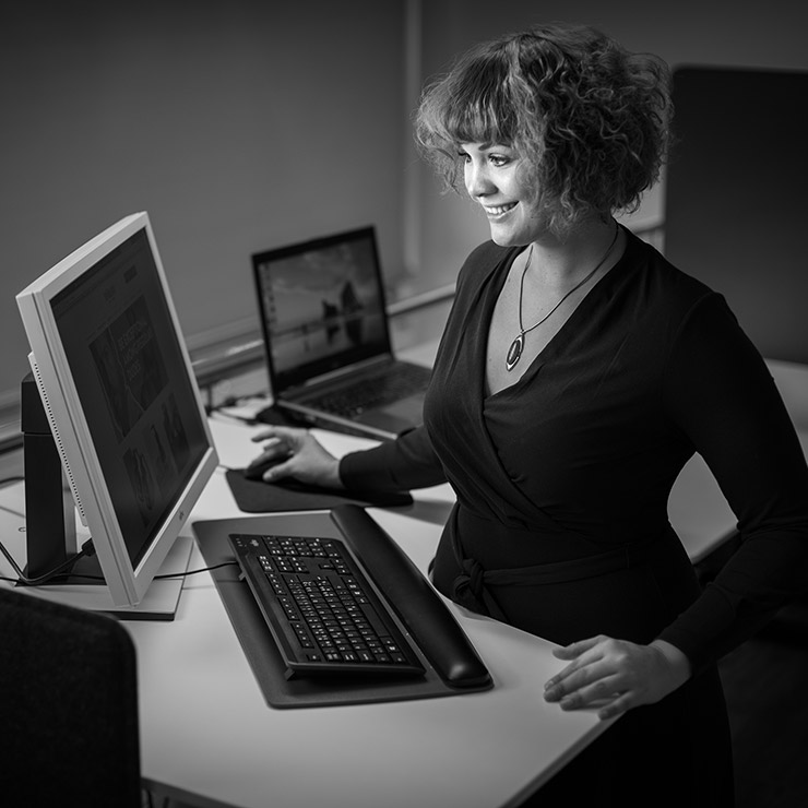 Hanne vastaa Hurmoksella erityisesti digitaalisen markkinoinnin ja sisältömarkkinoinnin suunnittelusta ja toteutuksesta.